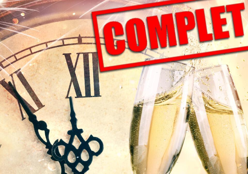 Coupe de champagne - Horloge indique minuit
